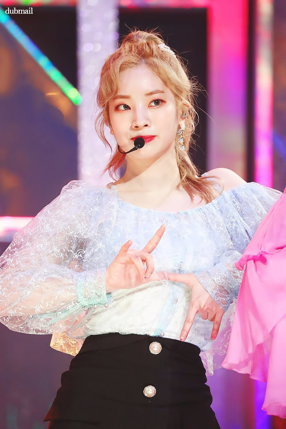 dahyun shoulder 11