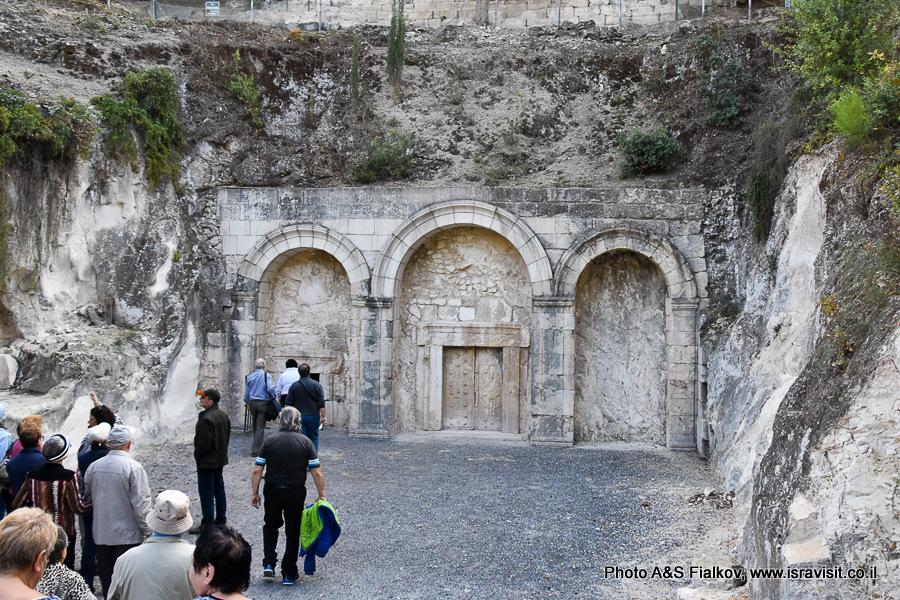 Ворота гробницы Рабби Иехуда ха-Наси в Национальном парке Бейт Шеарим. Экскурсия гида по Израилю Светланы Фиалковой.