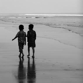 Soulmate by Satabdi Datta - Babies & Children Children Candids ( , villes, rencontres, continents, découvertes curiosités, personnes, marchés, landscape, beach, relax, tranquil, relaxing, tranquility )