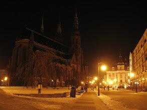 Photo: Legnica nocą.  Katedra, Stary Ratusz i deptak prowadzący do Rynku.