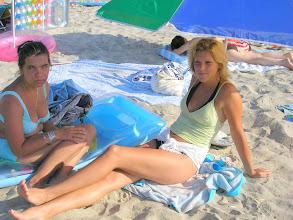 Photo: Szandi és Timi a tengerparton