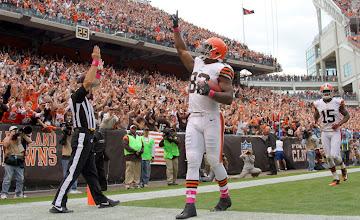 Photo: Benjamin Watson reacts after scoring a touchdown. (Joshua Gunter, The Plain Dealer)