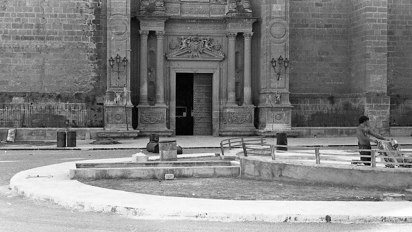 Remodelación de la Plaza de la Catedral a comienzos de los años setenta.