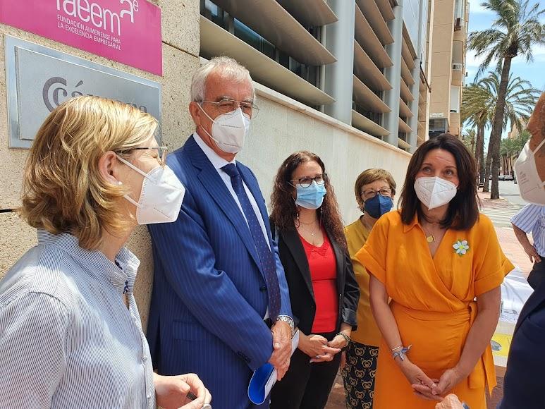 El presidente de Asempal con la presidenta de la AECC-Almería