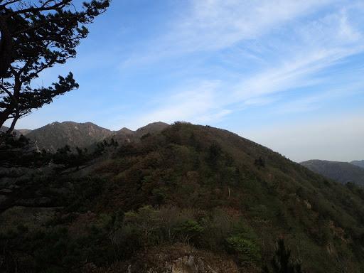 前方にハライド(左奥に国見岳)