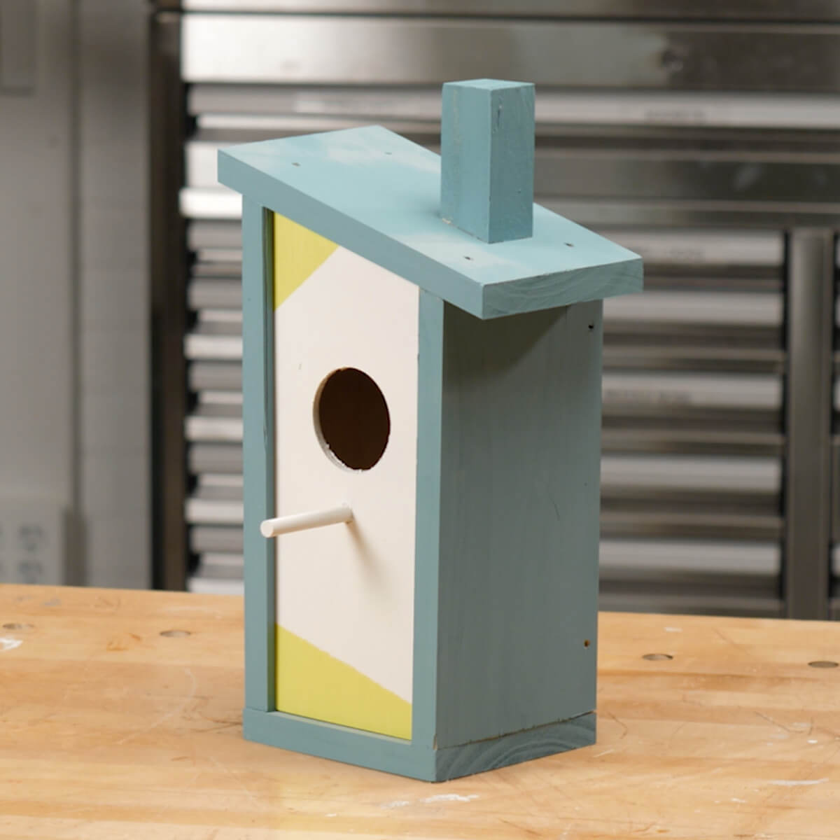 Modern Style Birdhouse: These projects will help you transform your space.