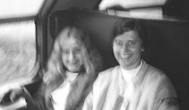 Photo: Beate Tranow - Mädchen aus Neustrelitz, wurde Kinderkrankenschwester in Ludwigslust und heiratete nach Berlin