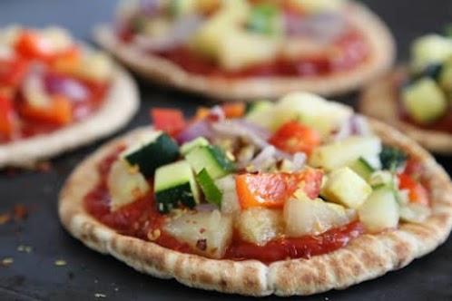 Pineapple and Veggie Pita Bread Pizza