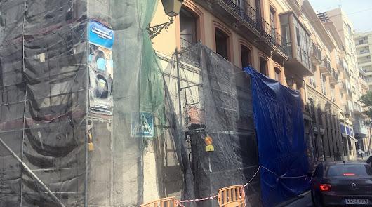14 apartamentos y dos locales irán en el antiguo edificio de Confecciones Mena