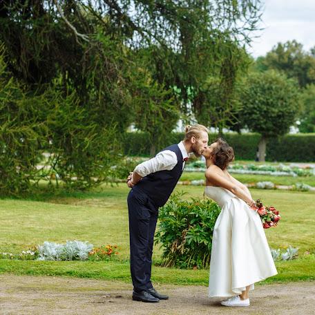 Wedding photographer Viktor Lyubineckiy (viktorlove). Photo of 09.02.2018