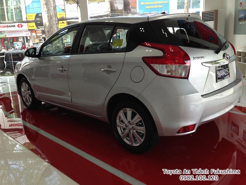 Khuyến Mãi Giá Xe Toyota Yaris 2016 Nhập Khẩu TPHCM màu bạc 1