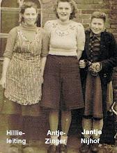 Photo: Dienstmeid bij Fam. J. Braams, Hoofdstraat 13. Hillie Leiting-Stadman, Antje Zinger en Jantje Nijhof-Oosting