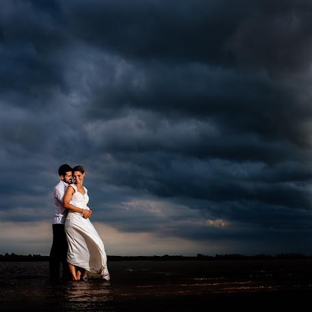 Wedding photographer Maxi Oviedo (maxioviedo). Photo of 24.12.2016