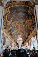 Photo: Visitors go nuts in the hall of mirrors