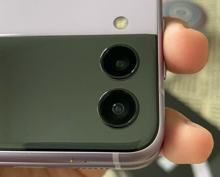 Kamera utama Flip3 12MP