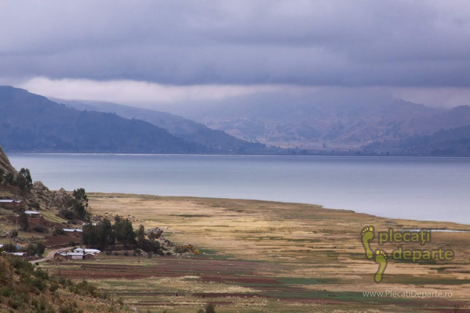 Pe malul Lacului Titicaca, la 4000m, din fata casei in care am stat, din Laquina Chico, Peru