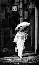 Photo: Last week, we were in an older area of Tokyo where the women still dress in a traditional manner and use an umbrella to protect their skin from the sun...