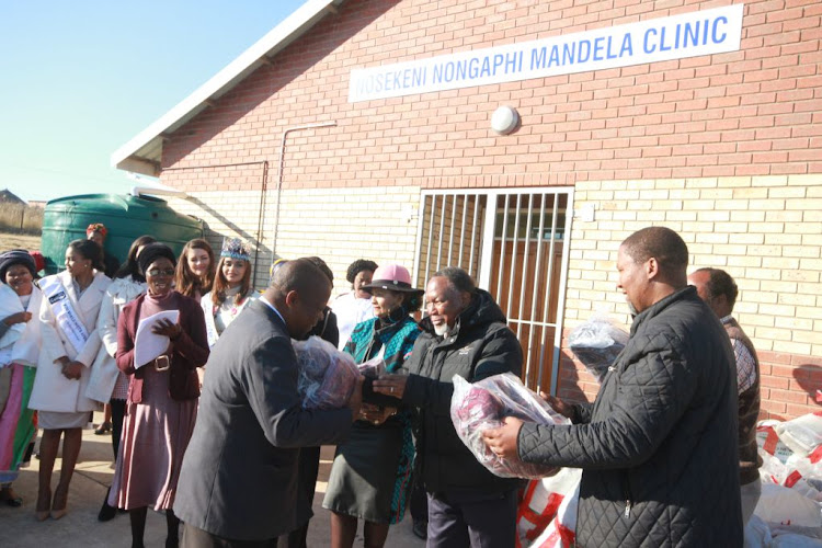 Mandla Mandela and former deputy president Kgalema Motlanthe hand over blankets to 200 elderly people - 100 for women in honour of Albertina Sisulu and 100 for men in honour of Nelson Mandela - at Mvezo's new Nosekeni Nongaphi Mandela Clinic, which is named after Madiba's mother, on July 18, 2018.