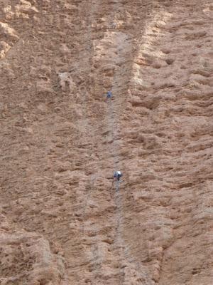Luísa, Gene e outro escalador no 4º longo da Alberto Rabadá (máis coñecida como a Murciana).