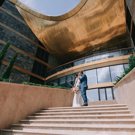 Wedding photographer Vitaliy Belov (beloff). Photo of 12.02.2018