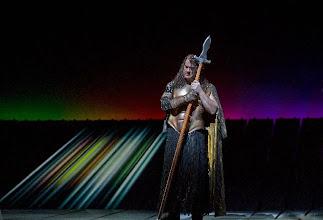 """Photo: NEW YORK/ Metropolitan Opera: """"Der Ring des Nibelungen"""" - """"Das Rheingold"""". Inszenierung: Robert Lepage. Zu unserem Bericht von Dr. Klaus Billand. Bryn Terfel (Wotan). Foto: Ken Howard"""
