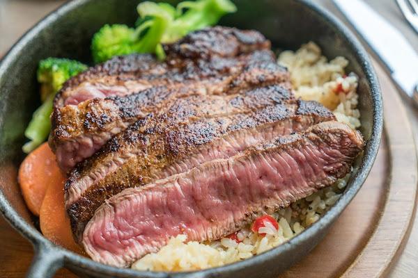 台北平價牛排首選 Jack Brothers Steakhouse 傑克兄弟牛排館 、美國冷藏牛肉專門店、美味必點:紐約客牛排、390元起的頂級牛排選擇、球賽餐廳