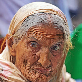 1 face Thousands Stories by Asmar Hussain - People Portraits of Women