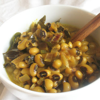 Black-Eyed Peas with Coconut Milk, Curry Leaves and Spices