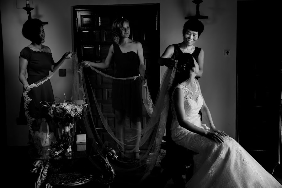 Wedding photographer Olmo Del valle (olmodelvalle). Photo of 04.12.2019