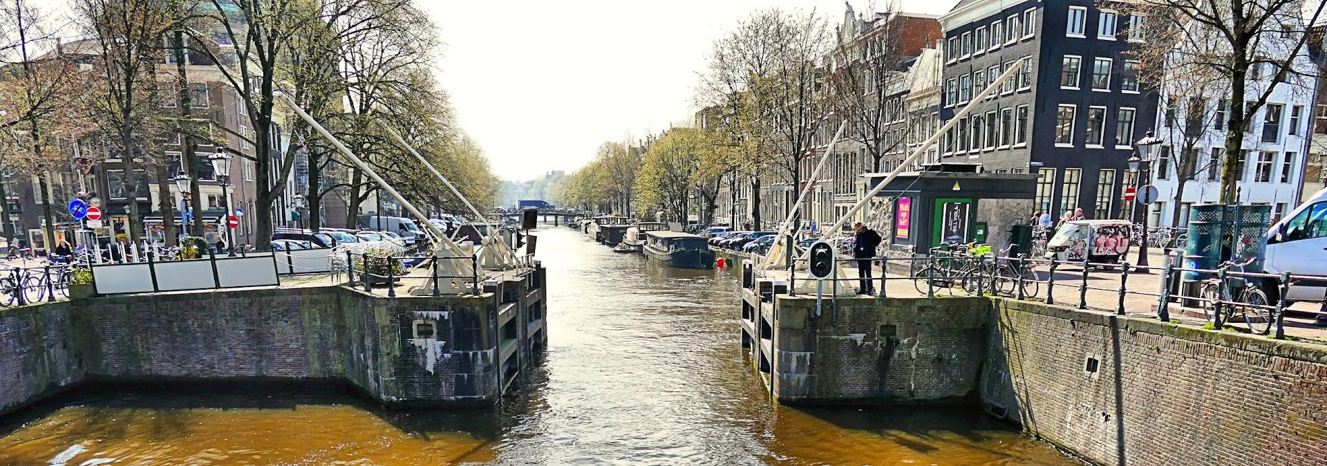 Aangeboden door: Stichting Microtoerisme InZicht Fotoblog Amsterdam nieuwe haarlemmer sluis