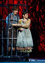 Photo: Wiener Staatsoper: HÄNSEL UND GRETEL. Inszenierung Adrian Noble. Premiere 19.11.2015. Daniela Sindram, Ileana Tonca. Copyright: Barbara Zeininger