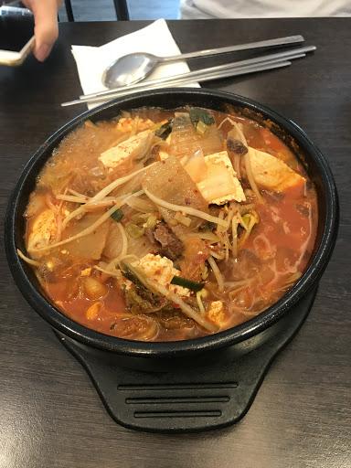 泡菜豬肉鍋味道很濃郁,辣度也夠!但就是多了一個蕃茄味 這次去遇到韓國老闆完全不會說中文,倒是有點擔心怎麼跟客人介紹餐點呢?!😬