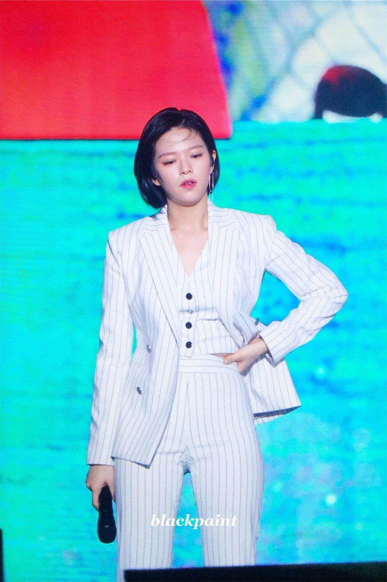 jeongyeon suit 28