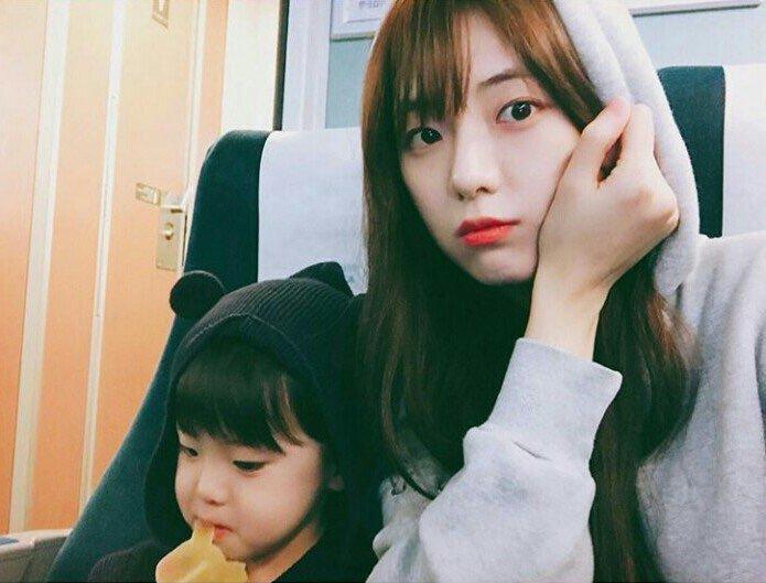 Jisoos-older-sister-5