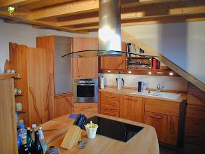 Photo: Massivholzküche in Dachschräge