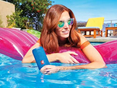 6 thiết bị công nghệ chống nước phù hợp với bãi biển trong mùa hè-2
