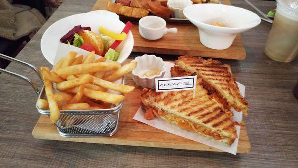 1004 brunch - 早午餐竟然也可以吃到韓式部隊鍋?!
