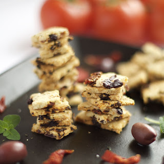 Grain Free Sun-Dried Tomatoes and Olive Crackers Recipe