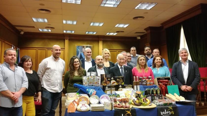 Foto de familia con los empresarios que estarán en Alimentaria