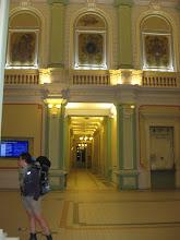 Photo: W Przemyślu meldujemy się około 24. Spokojnie spacerując podziwiamy architekturę i wystrój dworca kolejowego. Elewacja zewnętrzna przemyskiego dworca, a także ściany w środku zyskały pierwotną kolorystykę.  W głownej sali można podziwiać malowidła Mariana Strońskiego, Feliksa Wygrzywalskiego i Jana Talagi.