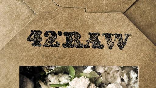 Eksempel på 42°rå visuel identitet og logodesign