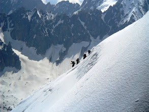 Photo: De mas cerca. La caida hacia Chamonix son 1.500 m non stop. Foto AH