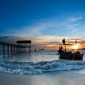 Sunset | Teluk Bayu by Izham Khalid - Landscapes Waterscapes ( sunset )