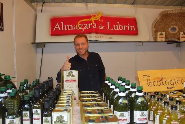 David García en su stand de Almazara de Lubrín.