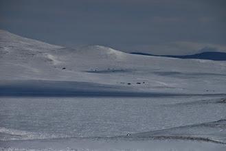 Kuva: Zoomailua Pitsuksen kämpän suuntaan Pitsusjohkan reunoilta