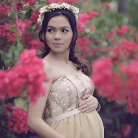 In bloom by Ocidem Graphix - People Maternity