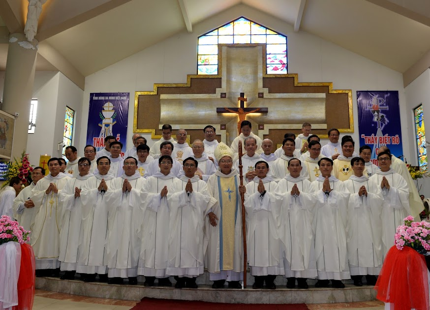 Image result for thánh Lễ Trao Thừa Tác Vụ Linh Mục tại Thánh Đường Giáo Xứ Đa Minh - Ba Chuông