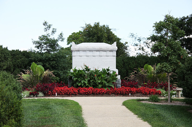 Memorial to the Civil War Unknown soldiers in the Arlington House gardens