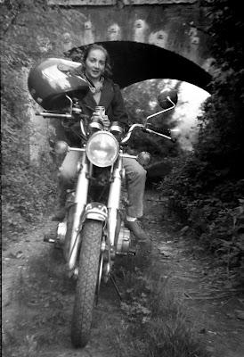 anni 80 noi due in sella sulla moto Honda di renzo brazzolotto