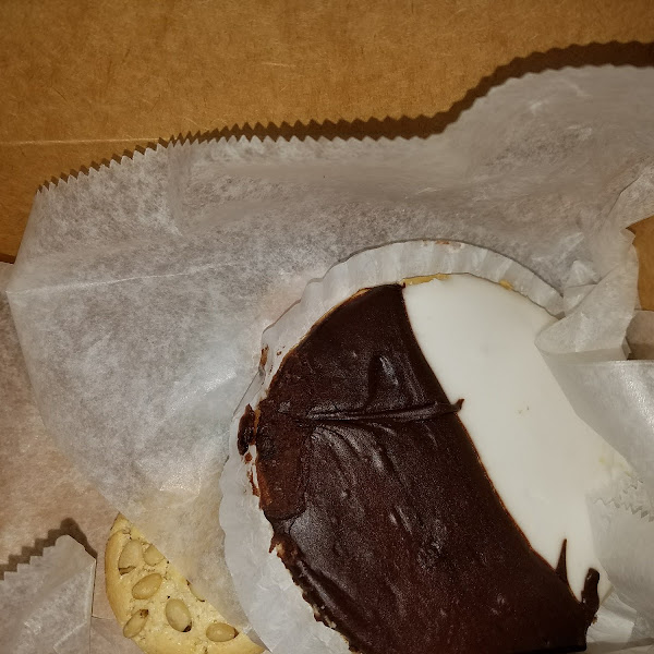 Gluten free black and white cookie. I liked them a lot.